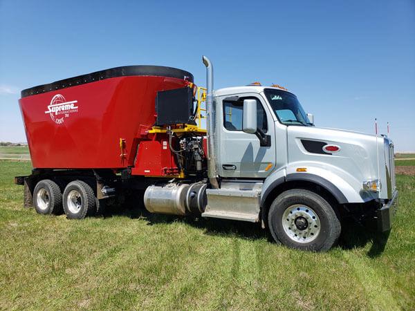 Supreme-1200T-Vertical-Mixer-Mounted-on-2020-Peterbilt-Truck-3421
