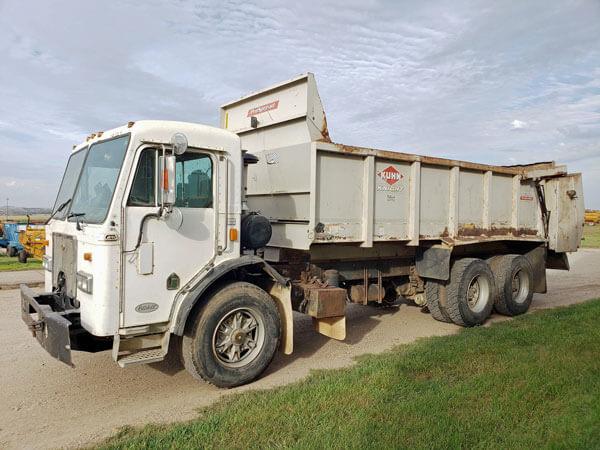 Knight-1170-Manure-Spreader-Mounted-On-Peterbilt-Truck