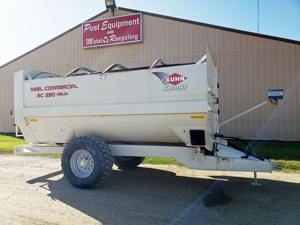 Kuhn-Knight-RC-250-Helix-Reel-Feeder-Wagon