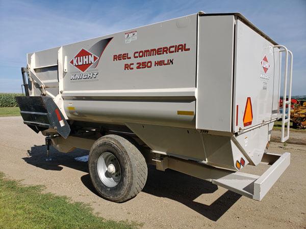 Kuhn-Knight-RC-250-Helix-Reel-Feeder-Wagon