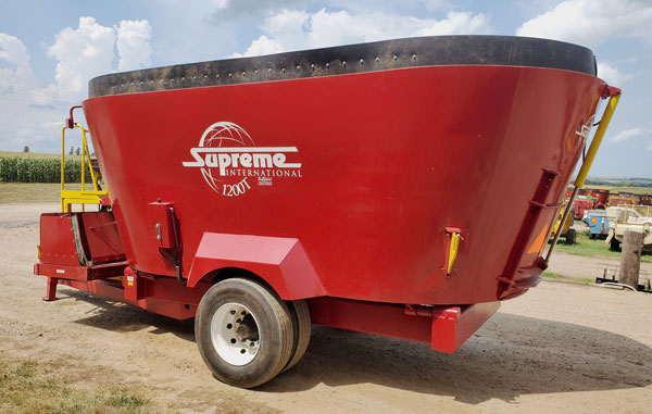 Supreme-1200T-Vertical-Mixer-Wagon