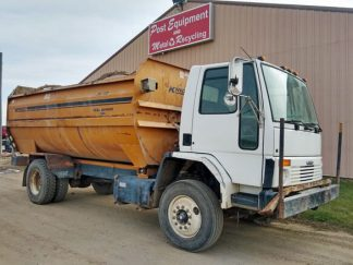 Knight-3060-Reel-Mixer-Wagon-Freightliner