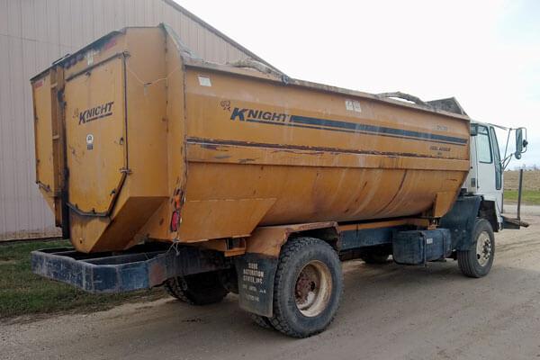 Knight-3060-Reel-Mixer-Wagon-Freightliner