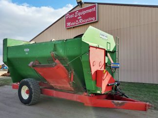 Farm-Aid-680-Reel-Mixer-Wagon