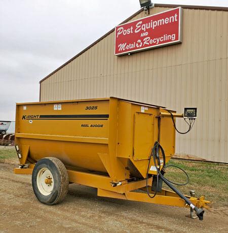 Knight-3025-Reel-Auggie-Mixer-Wagon