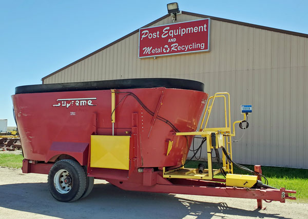Supreme-1000T-Vertical-Mixer-Wagon