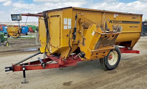 Kinght-3030-Reel-Mixer-Wagon