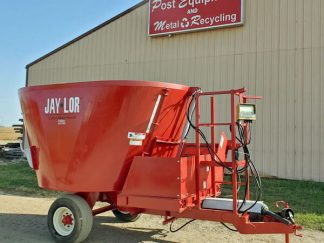 Jaylor-1350-Vertical-Mixer-Wagon