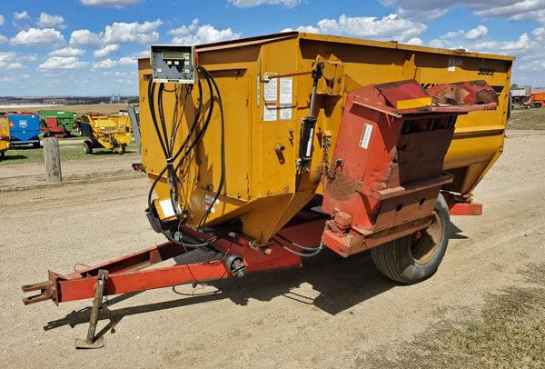 Knight-3025-Reel-Mixer-Wagon