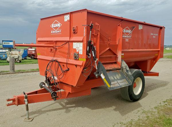 Kuhn-Knight-3142-TMR-Reel-Mixer-Wagon