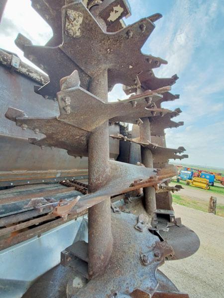 1170-Knight-Manure-Spreader-on-03-Mack