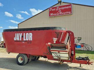 JayLor-3650-Vertical-Mixer-Wagon