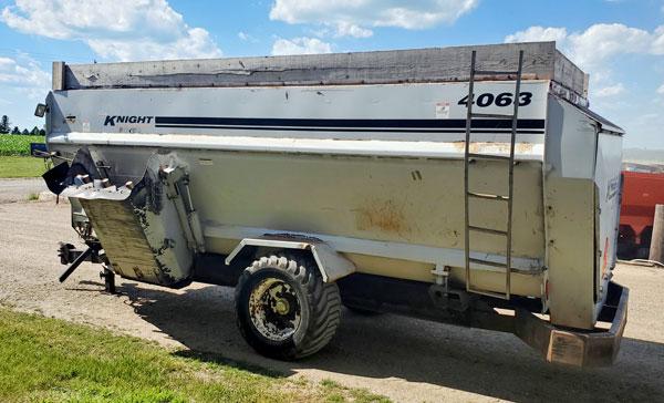 Kuhn-Knight-4063-Botec-4Auger-Horizntl-Mixer-Wagon