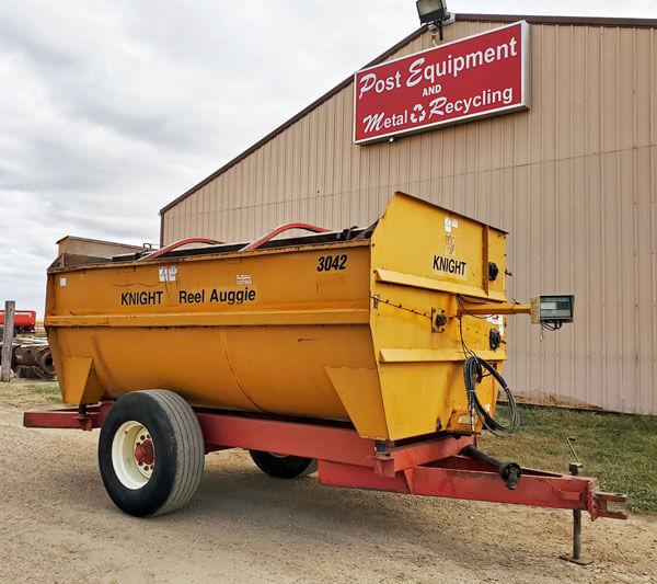 Knight-3042-Reel-Mixer-Wagon