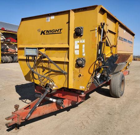 Knight-3060-Reel-Mixer-Wagon