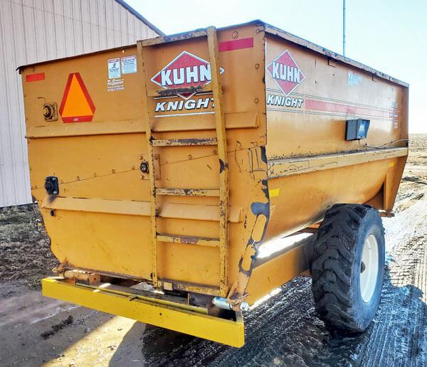 Knight-3130-Reel-Mixer-Wagon