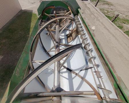 Farm-Aid-680-Reel-Mixer