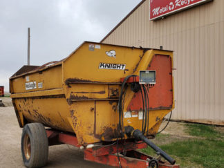Knight-2450-Reel-Mixer-Wagon