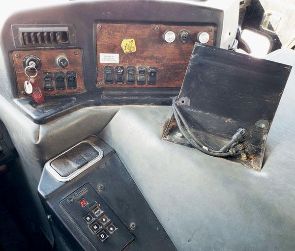 Knight-3060-Mixer-03'-Peterbilt-Truck-Mount