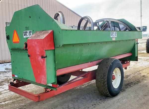 Farm-Aid-430-Reel-Mixer-ID3935