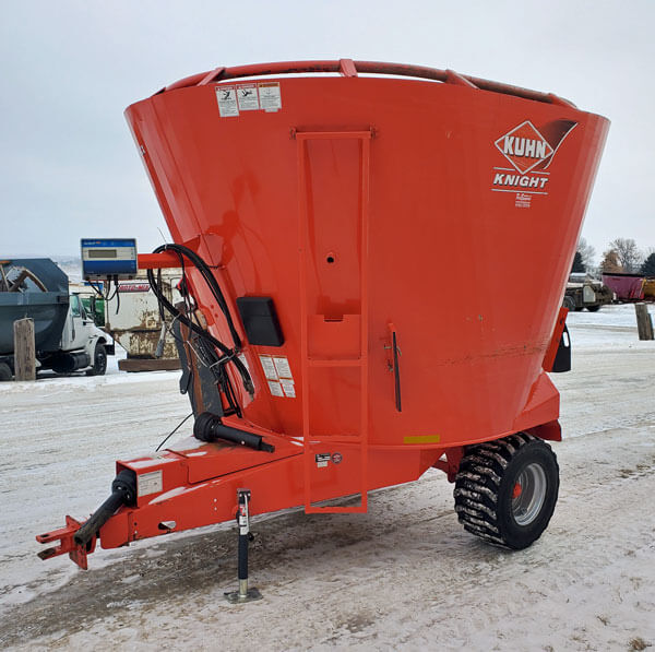 Kuhn-Knight-5143-Vertical-Mixer-Wagon
