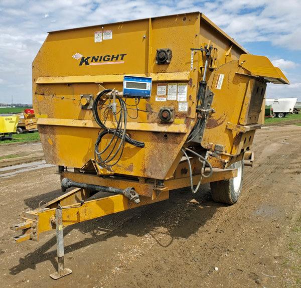Knight-3142-Reel-Mixer-Wagon