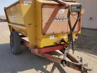 Knight-3250-Reel-Mixer-Wagon