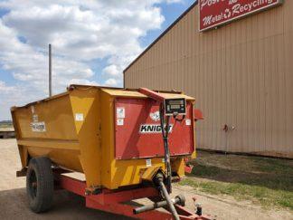 Knight-3300-Reel-Mixer-Wagon