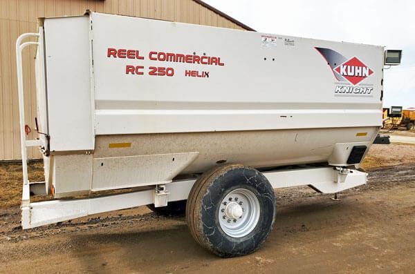 Knight-RC250-Reel-Mixer-Wagon