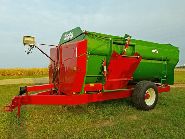 Farm-Aid-430-LH-Reel-Mixer-Wagon