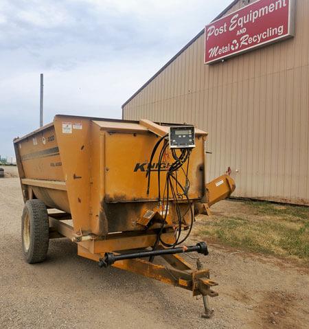 Knight-3020-Reel-Mixer-Wagon